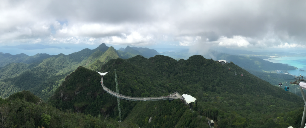 Thrilling experience of interns in Sky Bridge at the top of mountain