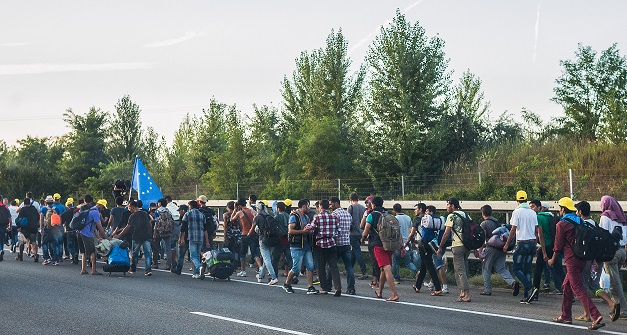 Asylum-seekers walking to the Greek-Macedonian border